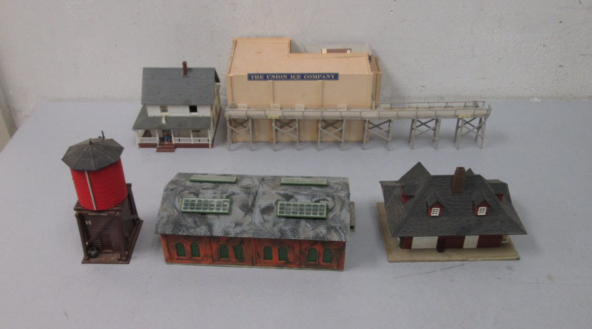 Buy HO Scale Layout Buildings & Accessories (15) | Trainz