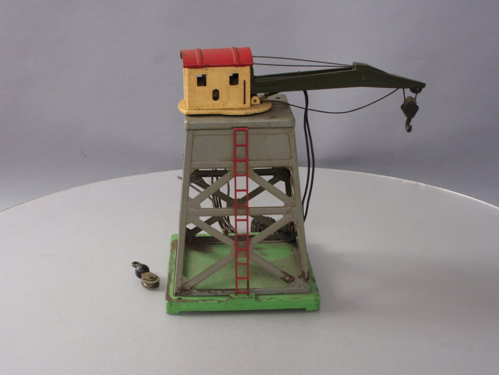 Buy Lionel 165 Operating Gantry Crane with Electromagnet | Trainz