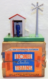 Lionel 45N Gateman PREWAR 1945 version works + Original Box Metal tinplate acces