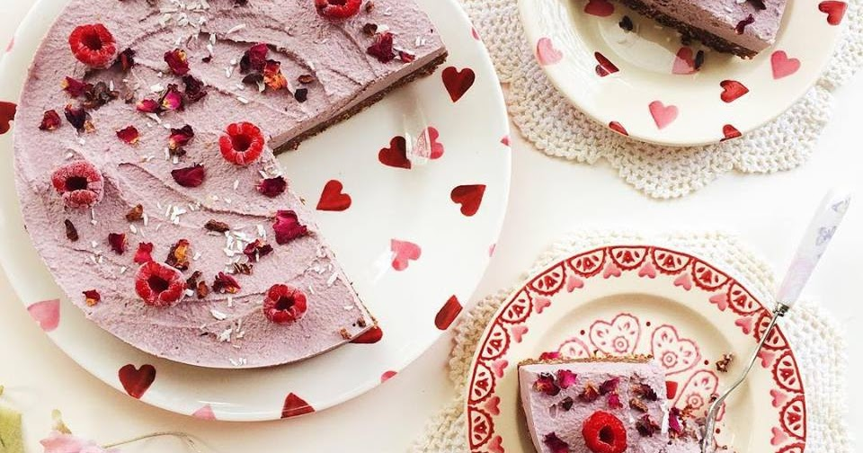 @naturallymeghan's cover photo for 'Naturally Meghan : Raw Vegan Berry Chocolate Cheesecake'