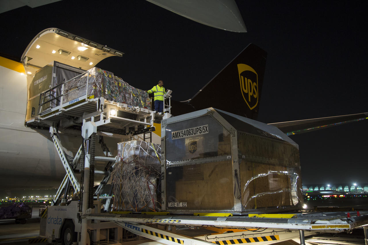 """3472f4d2116464 ... delays do not impact its ability to delivery every package to its  destination on time by using a fleet data analytics program.Photo courtesy  of UPS. """""""
