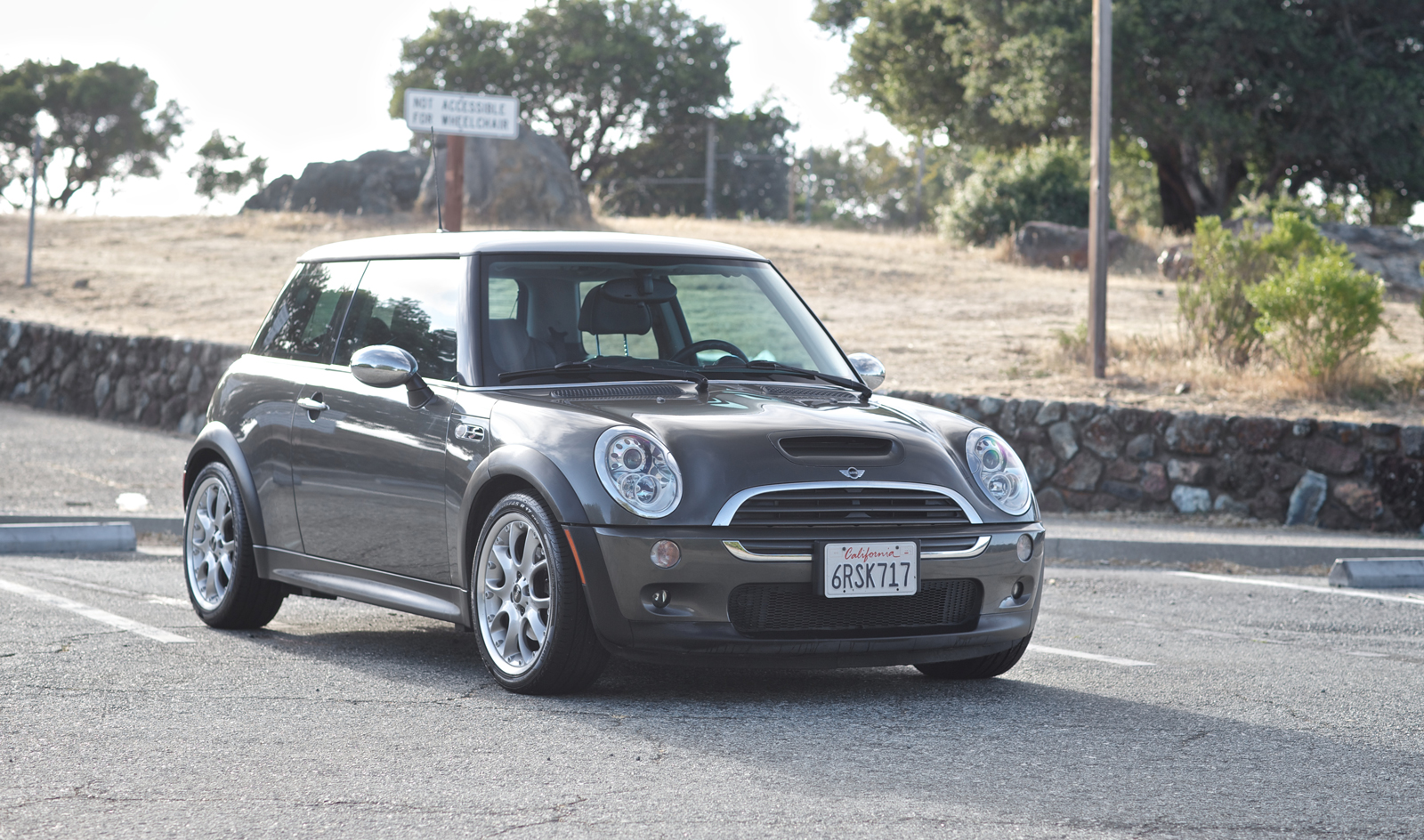fs clean fully loaded 2006 mini cooper s with jcw engine upgrade north american motoring. Black Bedroom Furniture Sets. Home Design Ideas