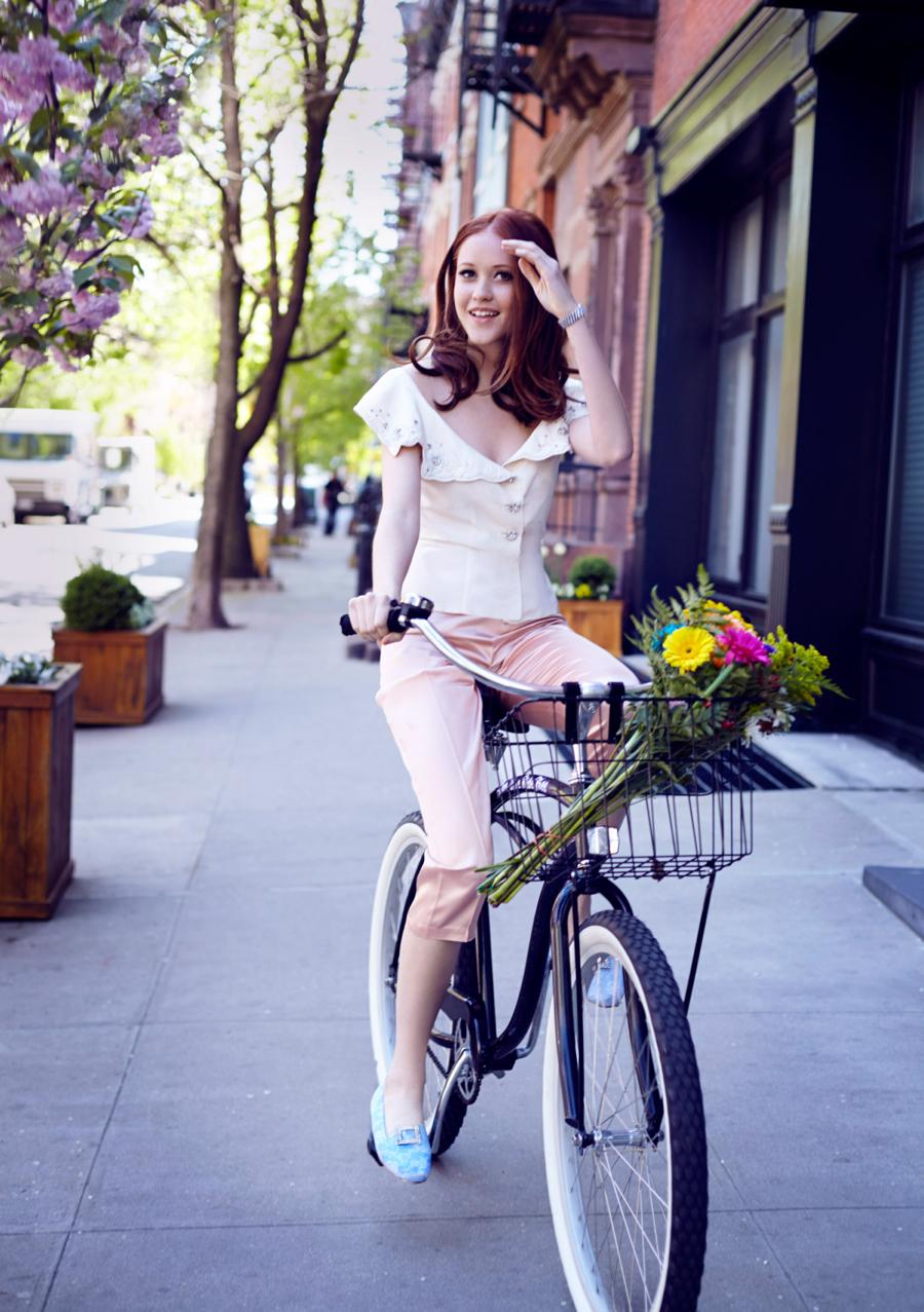 Matchbook-magazine-july-2013-summer-whites-new-york-city-bride-manhattan-vintage-wedding-dresses-9