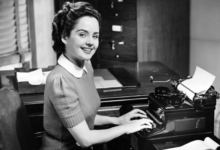 Typewriter-girl-at-work