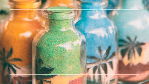 Desenho de areia no vidro na feira de artesanato de Fortaleza