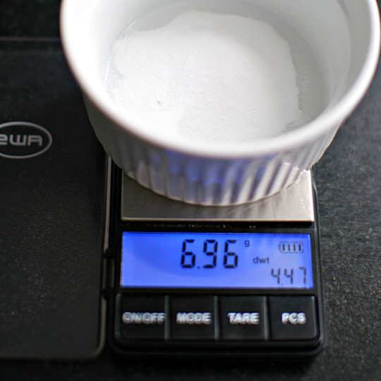 Scale with 7g of Sodium Carbonate