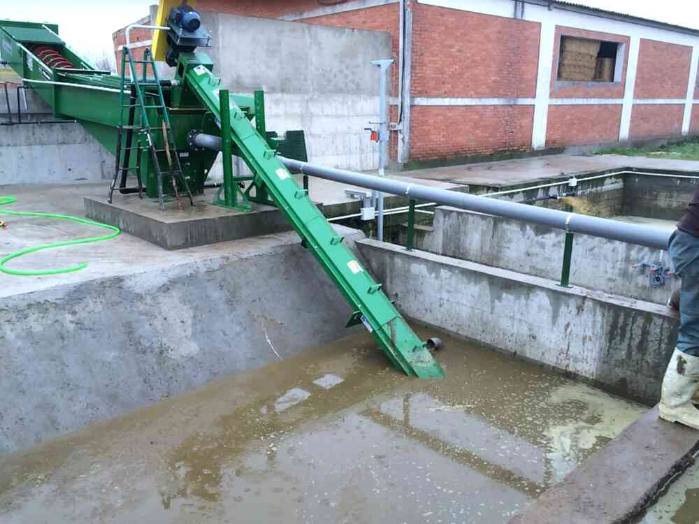 Inclined Manure Auger