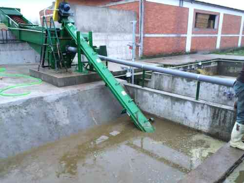 Inclined Manure Augers