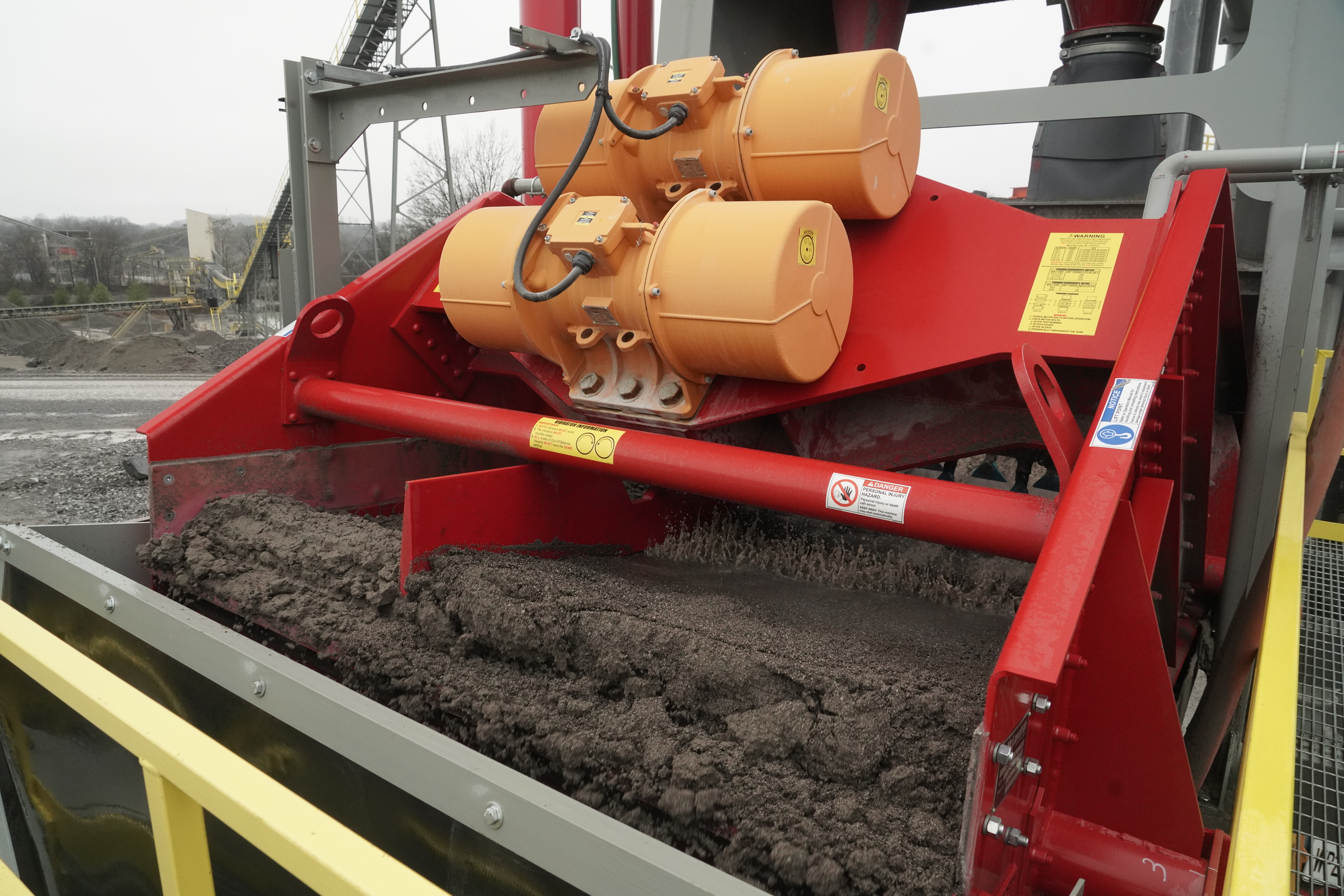 Dewatering-Screen-with-divided-deck.JPG?mtime=20200604115111#asset:48978