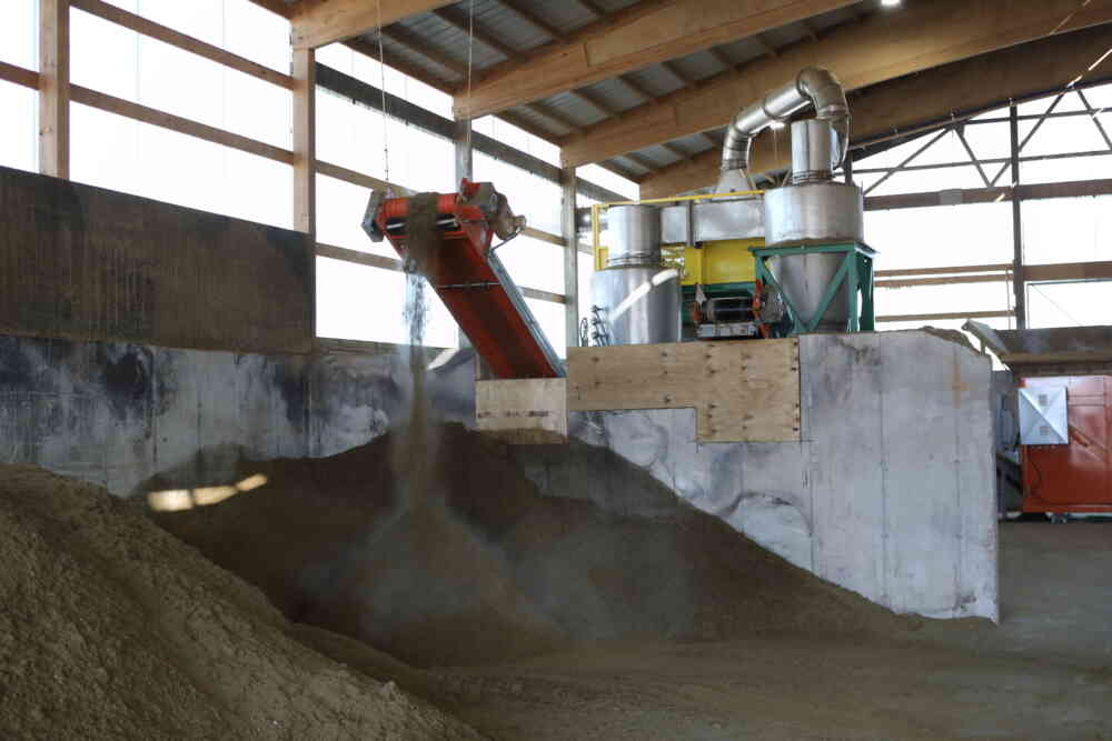 Five Star Dairy Bedding Dryer Discharging Sand