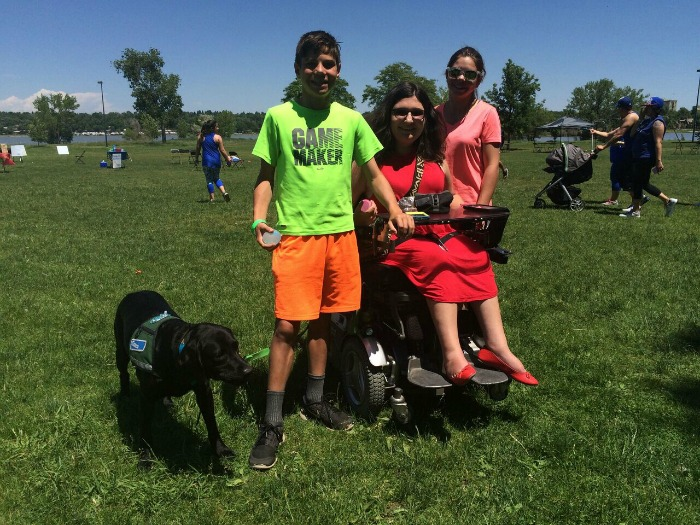 Colorado's fantastic state goodwill ambassador, Liza, brought her whole family to Muscle Walk. Here she is with her two younger cousins!