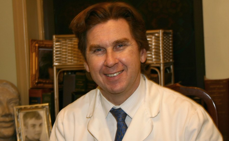 Dr. Luis Cenedese, MD