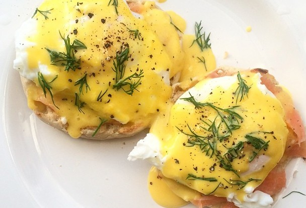 Who_doesnt_love_eggs_benedict12_poached_eggs_2_egg_yolks_for_holandaise_sauce2smoked_salmon3english_muffin4butter