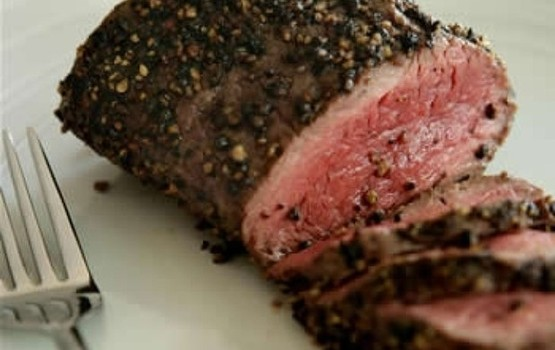 Black_pepper-crusted_beef_fillet_729x572-620x0
