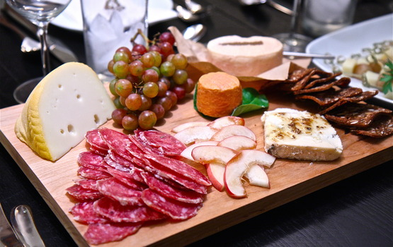Cheese_salami_olives