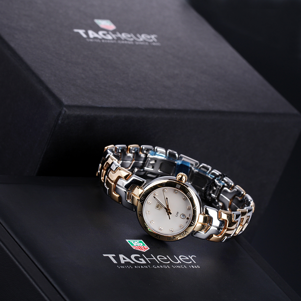 Tag Heuer 'Link'. Ladies watch, steel, partly gilt, mother of pearl dial with diamonds - box + certificate 2016