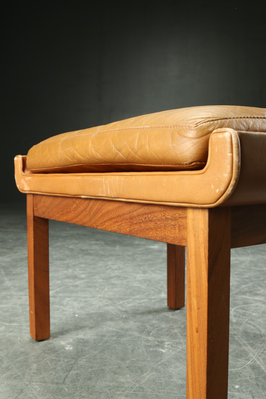 Finn Juhl. Stool of teak and leather
