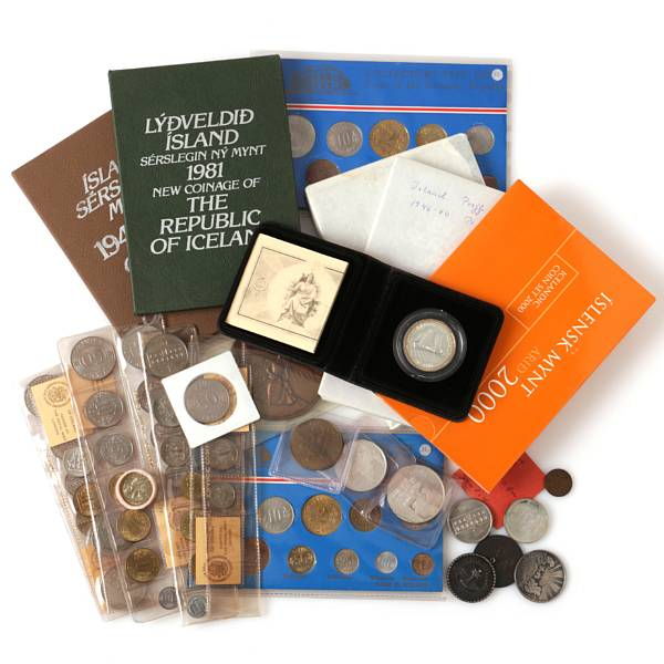 Iceland, collection of various coins and medals commemorating Altinget, First Rural Settlement and First Banknotes as well as various coins sets, etc.