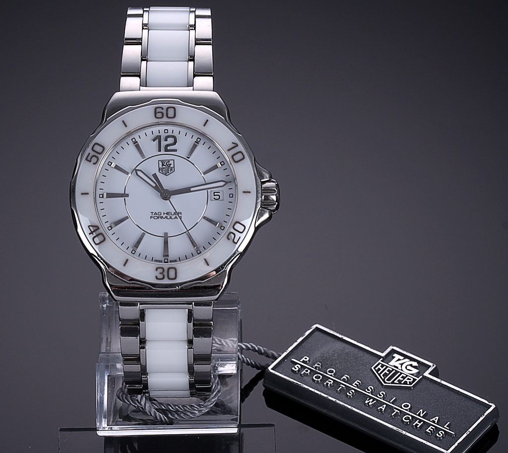 Tag Heuer 'Formula 1'. Ladies watch in ceramic and steel with white dial, 2010s