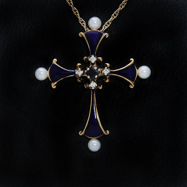A diamond pendant set with brilliant-cut diamonds and cultured pearls, 14k gold and enamel. The House of Igor Carl Fabergé, Geneva. 20th century. (2).