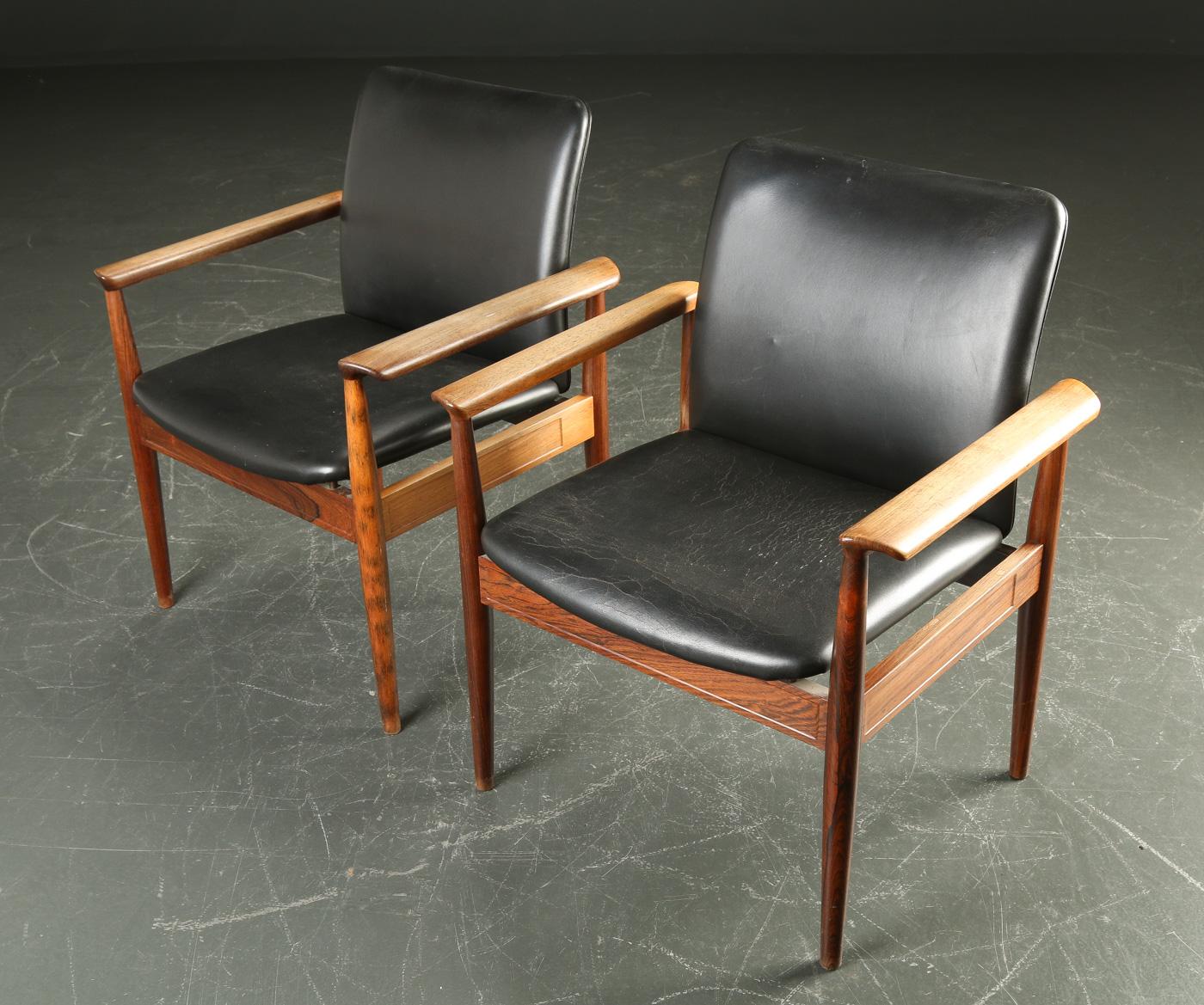 Finn Juhl. Par rosewood armchairs, Diplomat Series (2)