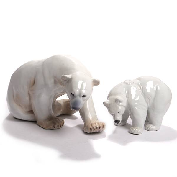 Knud Kyhn a.o.: Polar bears. A Royal Copenhagen porcelain figure no. 237 and a Bing & Groendahl no. 1857. L. 22-38 cm. (2)