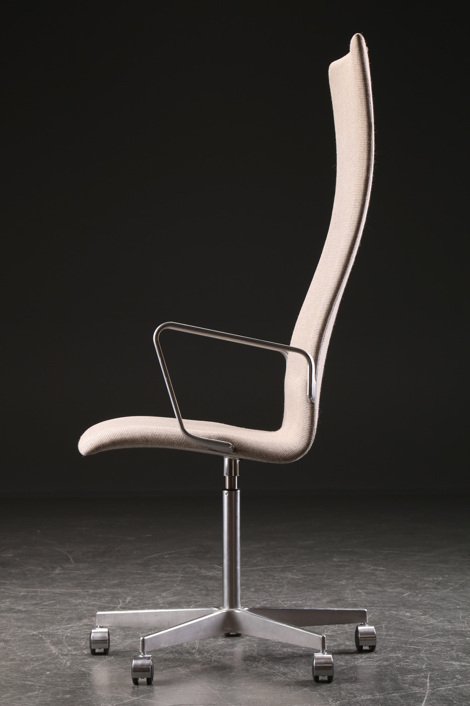 Arne Jacobsen. Oxford office chair with armrests, model 3292