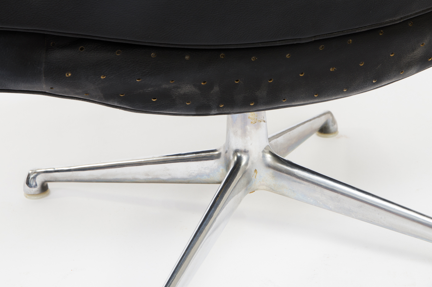 Charles and Ray Eames, 'Lobby Chair' office chair, ES-108, black leather, for Herman Miller