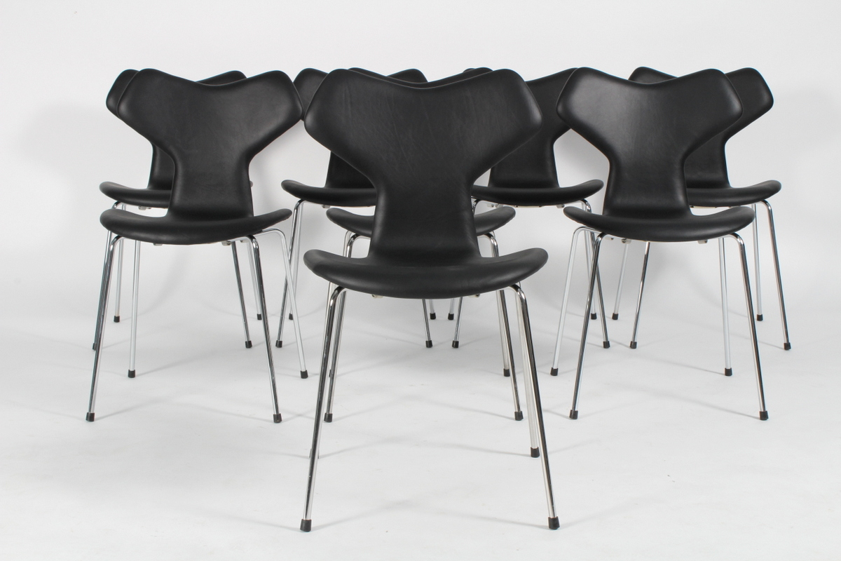 Arne Jacobsen. Eight Grand Prix chairs, model 3130, black leather, new height. (8)