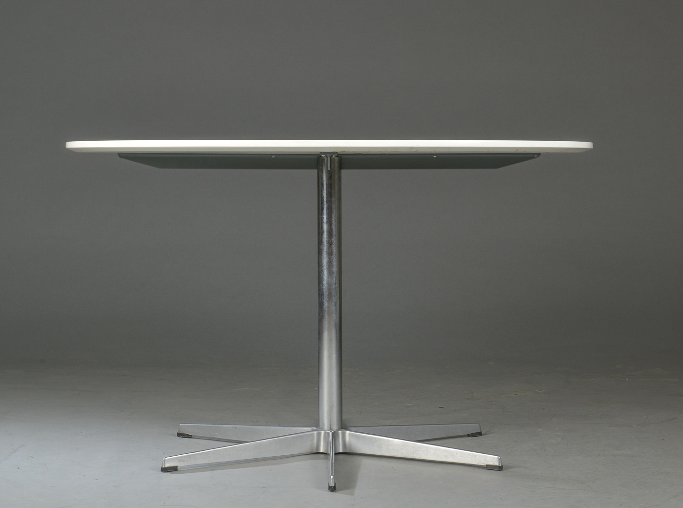 Arne Jacobsen & Piet Hein. Dining table with six-star foot
