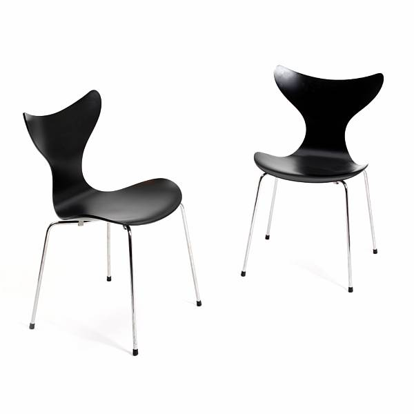 "Arne Jacobsen: ""Lily Chair"". A pair of black lacquered moulded chairs with chromed steel legs. Model 3108. Manufactured and marked by Fritz Hansen, 2010. (2)"