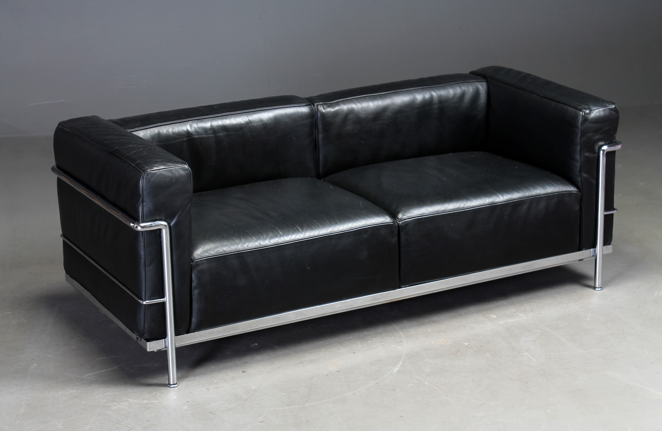 Le Corbusier. Detached two-seater. sofa, model LC3