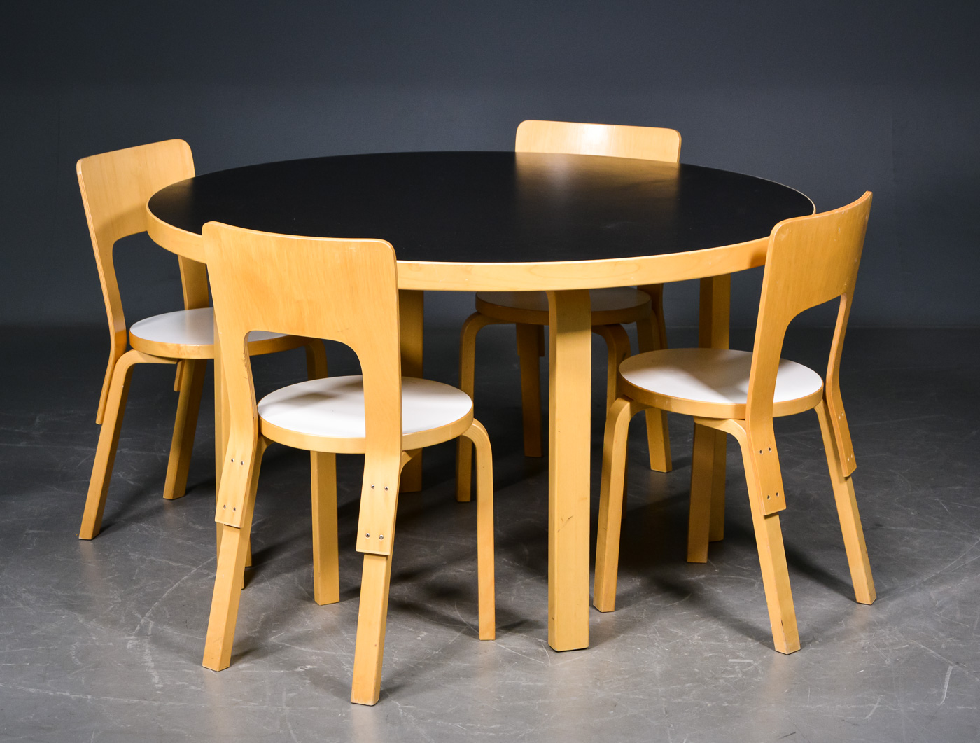 Alvar Aalto. A round table with four chairs (5)
