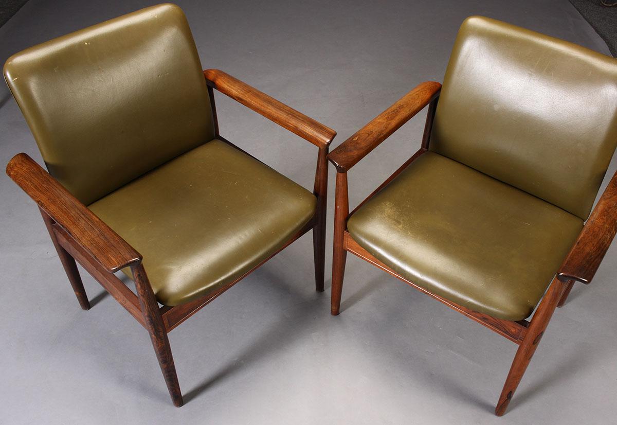 Finn Juhl. Diplomat couple desk chairs / armchairs, rosewood model 209 (2)