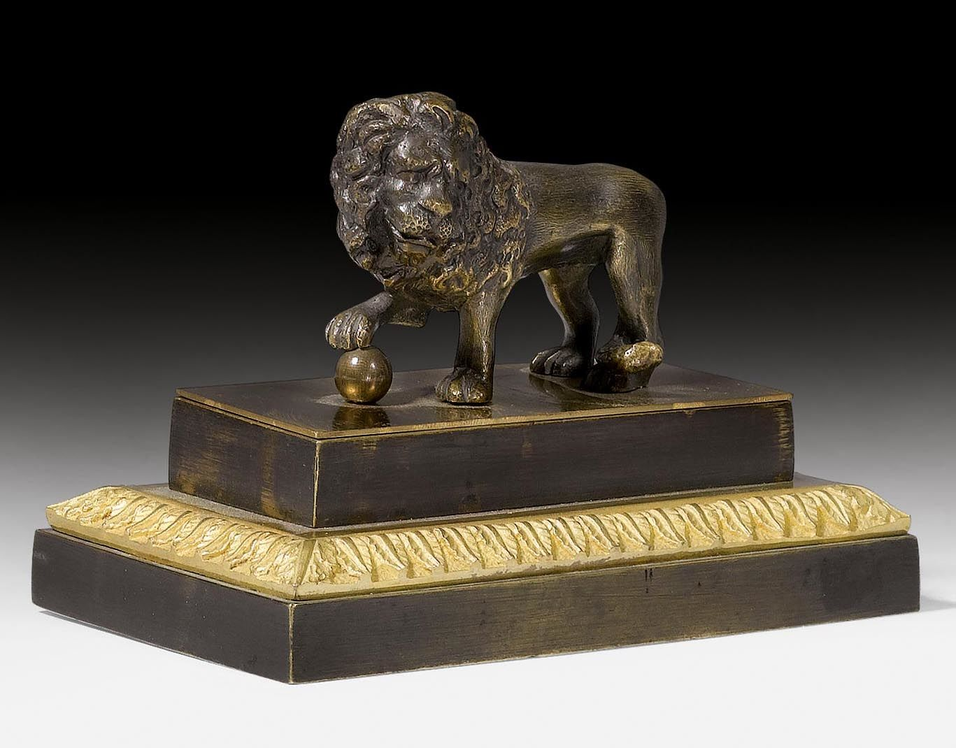 "PAPERWEIGHT ""AU LION"","