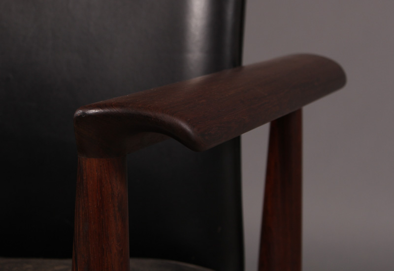 Finn Juhl, diplomat desk chair / armchair, model 209, of rosewood This lot has been put up for resale under the new lot 4353611