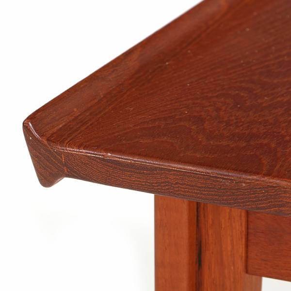 Finn Juhl: Coffee table of teak. Top with raised edge and profiled legs. Manufactured by France & Søn. H. 39 cm. L. 60 cm. W. 42 cm.