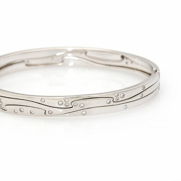 """Georg Jensen: A """"Fusion"""" bangle set with numerous diamonds totalling app. 0.57 ct., mounted in 18k white gold. Size M."""