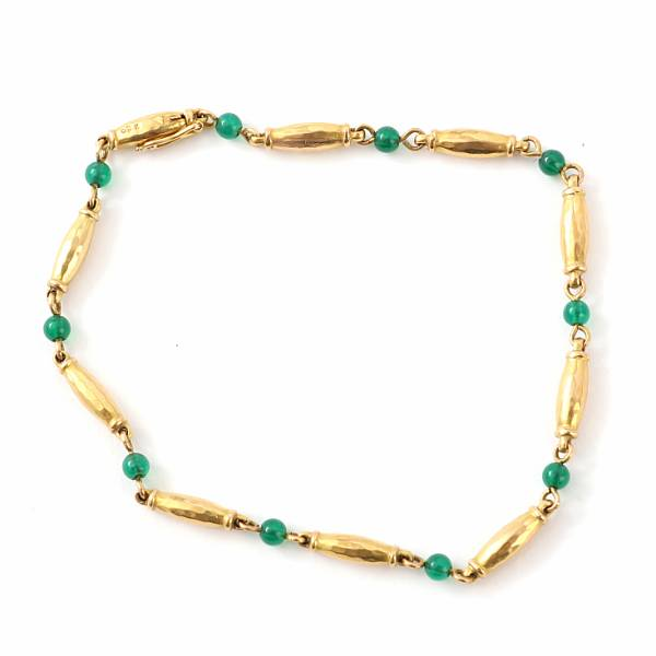 Georg Jensen: An agate bracelet set with cabochon-cut agate mounted in 18k gold, design no. 285. Georg Jensen 1933-44. Weight app. 5.5 gr. L. 19.5 cm.