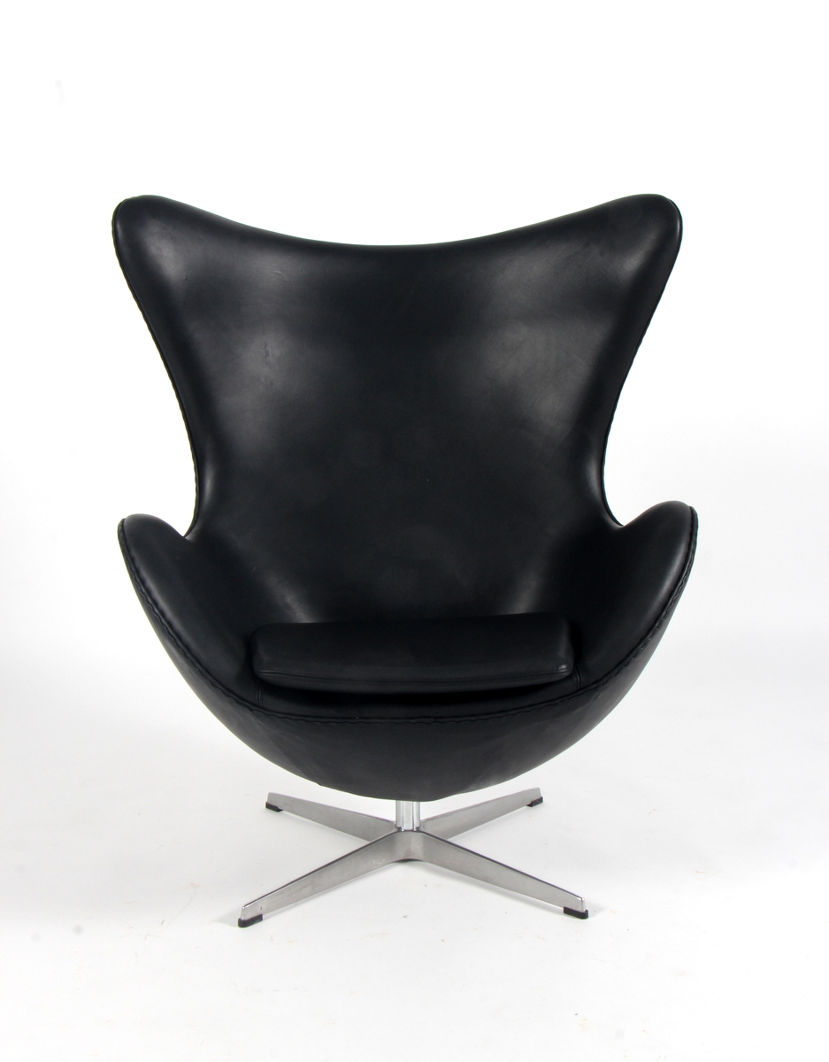 Arne Jacobsen. The Egg. Lounge chair, black aniline leather
