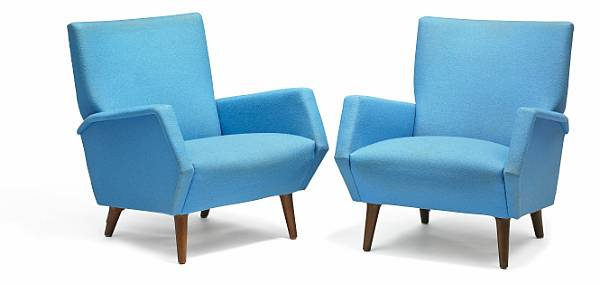 Gio Ponti: A pair of lounge chairs with round, tapering legs of stained beech. Sides, seat and back upholstered with later blue wool. Model 803. (2)