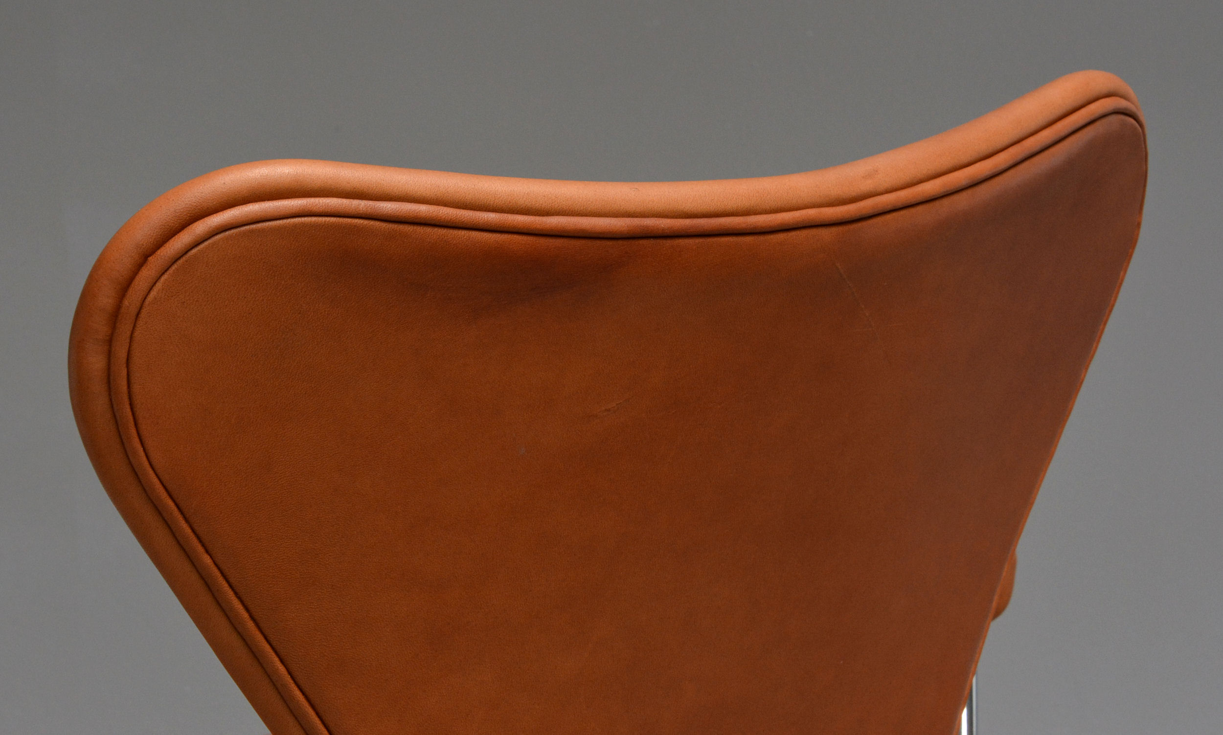 Arne Jacobsen. Office chair with armrests, model 3217, reupholstered in Vacona aniline leather