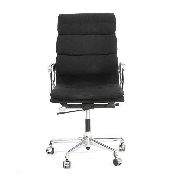 "Charles Eames, Ray Eames: ""Aluminium Group Side Chair"". Office chair with chromed aluminum frame. Seat and back upholstered with black wool."