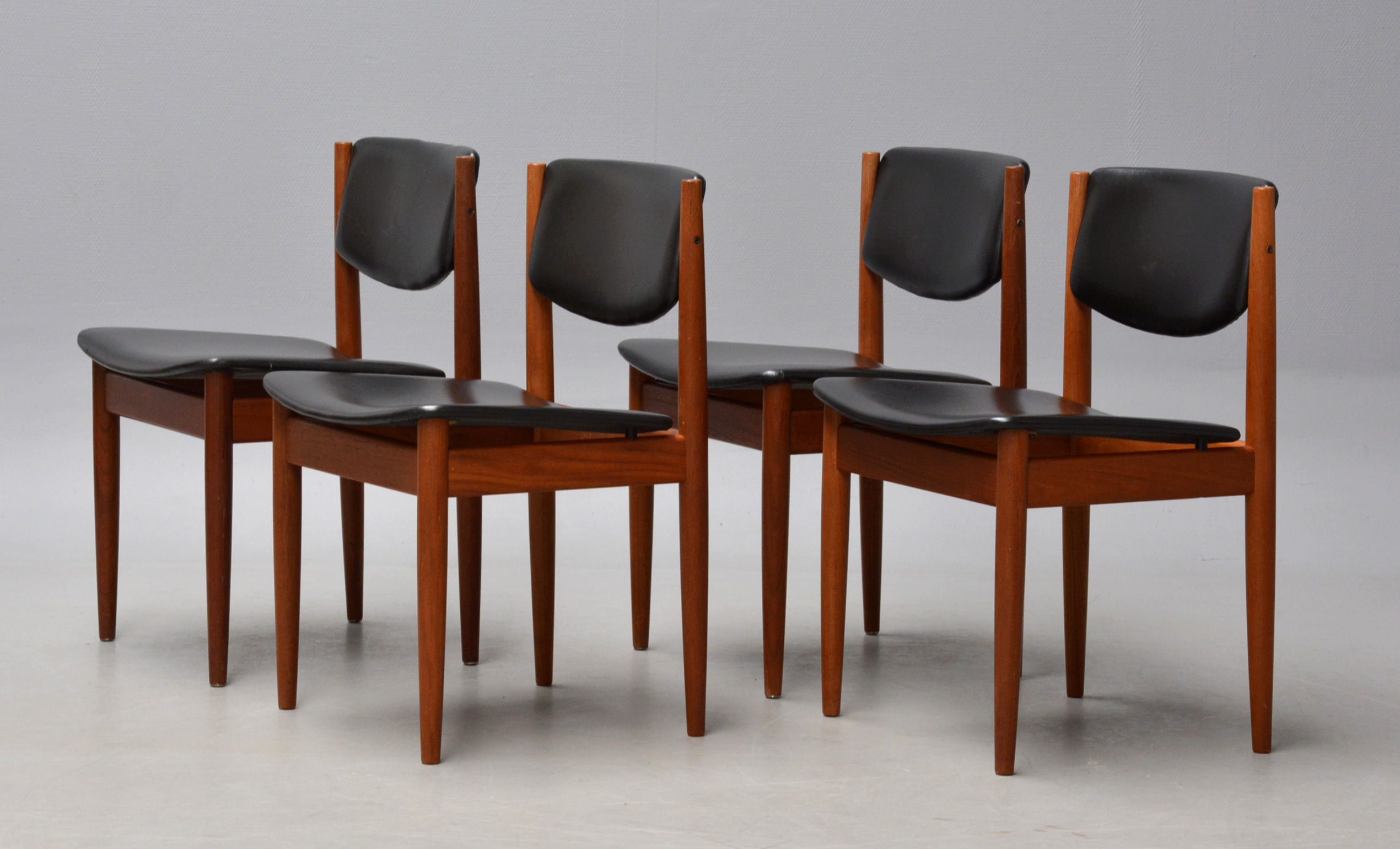 Finn Juhl. Four chairs in teak, model 197 (4)