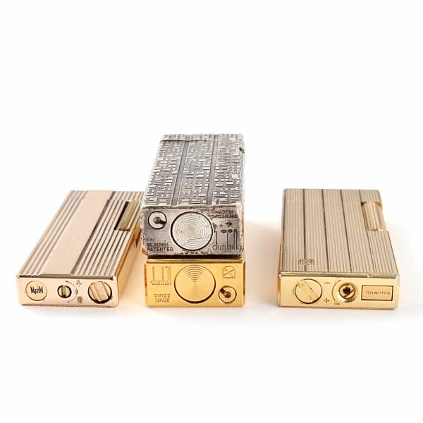 A selection of lighters of gold doublé, chrome, lacquered metal a.o. And a sterling silver table lighter. Dunhill, Ronson, Zippo a.o. (12)