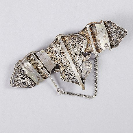 Belt buckle filigree
