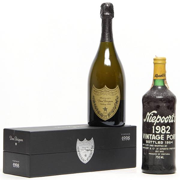 1 bt. Champagne Dom Pérignon, Moët et Chandon 1998 A (hf/in). Oc. etc. Total 2 bts.
