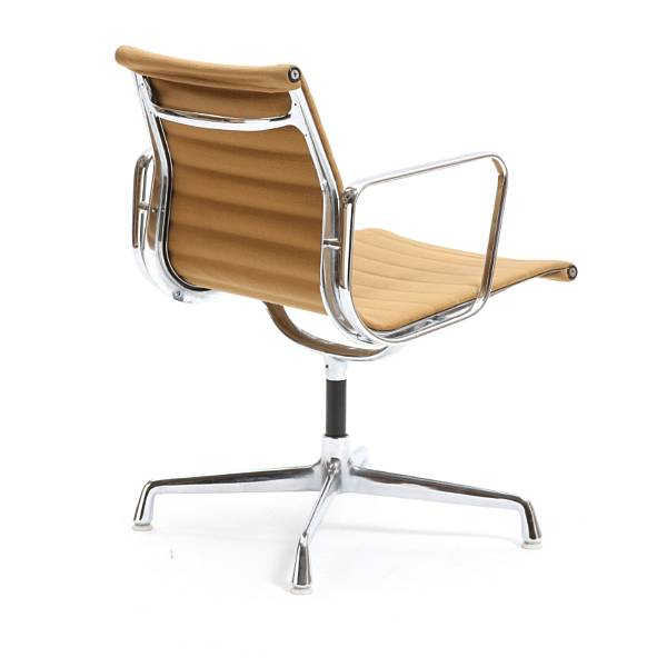 "Charles Eames, Ray Eames: Aluminium Group "". Office chair with chromed aluminium frame. Seat and back upholstered with beige wool. Manufactured by Vitra."