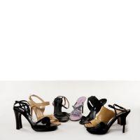 Lot de huit paires de chaussures : une paire d'escarpins en cuir beige