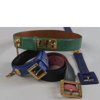 GIVENCHY, Trois ceintures en cuir bleu, rose et intigo, garniture en m